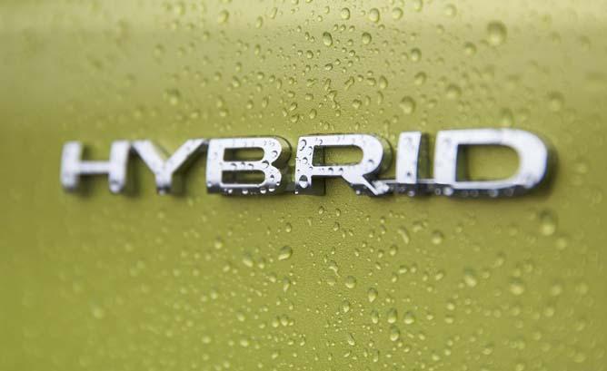 Badge Hybrid Mobil Subaru